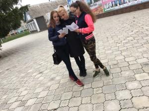 молодежь выбирает  жизнь -раздача информационных листовок (3)